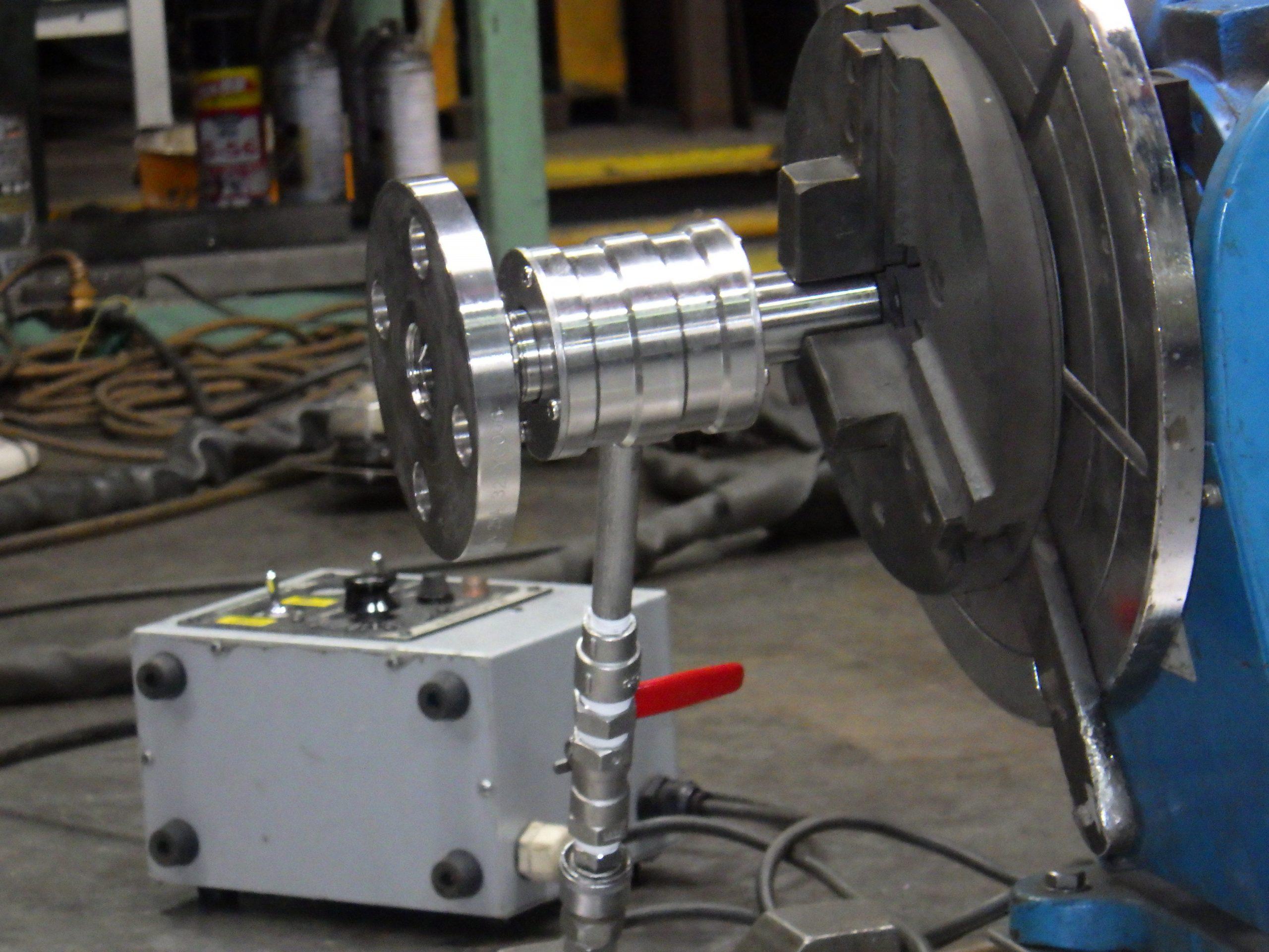 裏波溶接用シールドガス供給回転装置